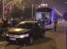 在有轨电车轨道内倒车  司机被警方拘留