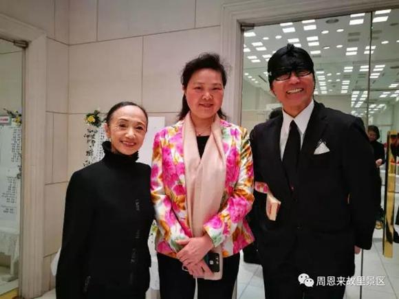 孙晓燕(中)与清水哲太郎(右),森下洋子(左)合影.图片